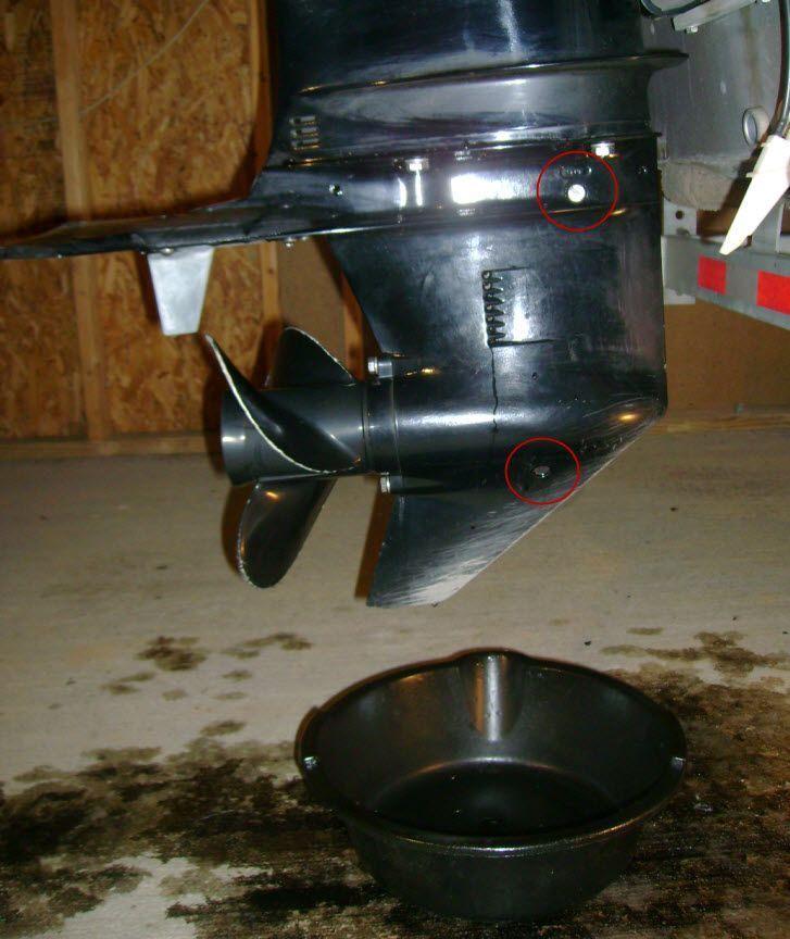 Cómo cambio el aceite de cola a un motor fueraborda